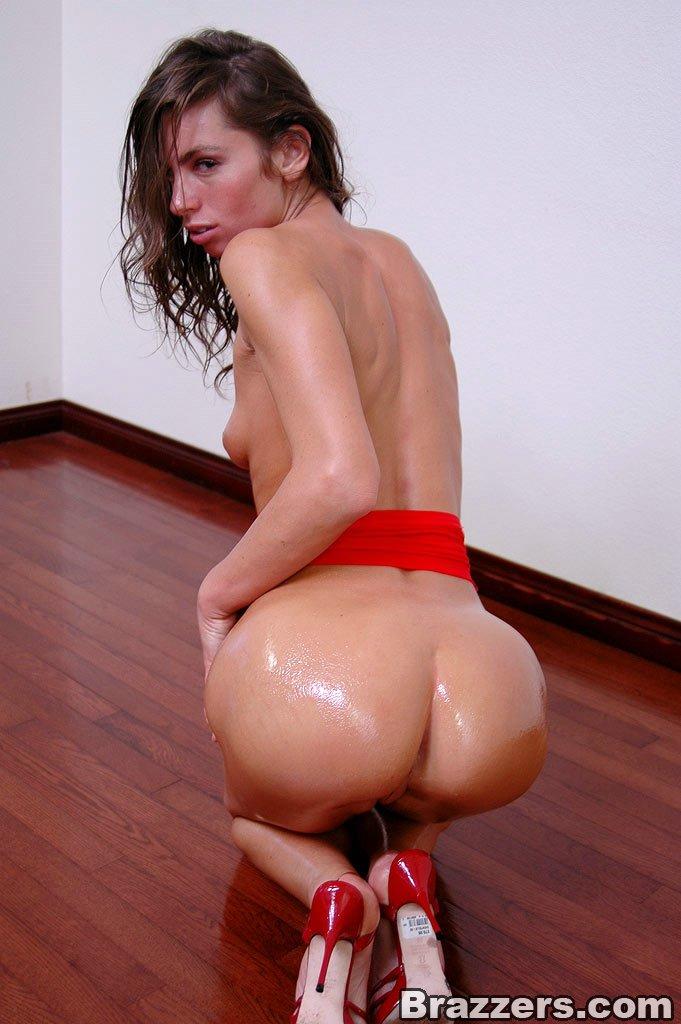 Мокрая тёлка во время хард секса.