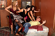 Julia Ann in Day of the Living Milf - Picture 1