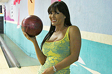 Claire Dames in Bowling Bet for Blow Jobs - Picture 1