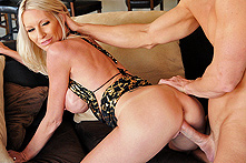 Emma Starr in Milf Party Planner Fucks The Host - Picture 3