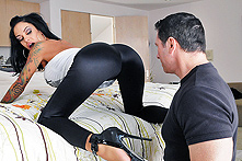 Angelina Valentine in Two in the Bush...and in the Ass! - Picture 1