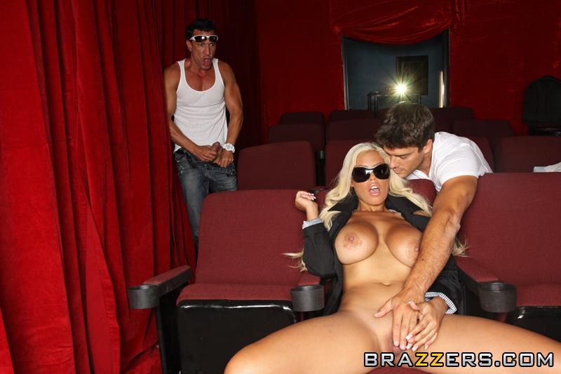 Порно фото секса в кинотеатре 298 фотография