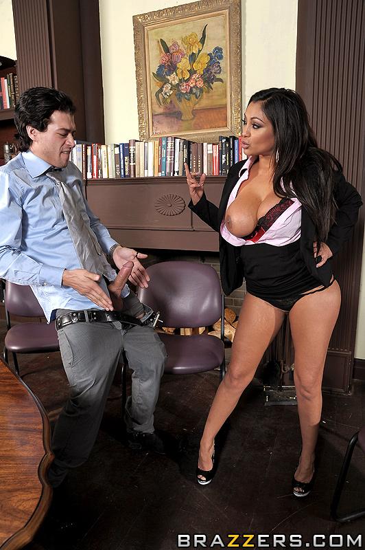 Priya rai порно архив