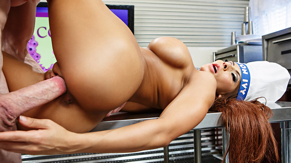RealWifeStories / Brazzers – Madison Ivy, Brick Danger Madison Ivy Likes Her Meat